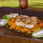 Kabeljau in Gewürzmarinade mit Gurkensalat auf exotischem Süßkartoffelpüree