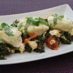Quarknocken XXL auf Spinat-Tomaten-Gemüsebett mit Ziegenfrischkäse