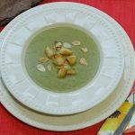 Bärlauch Cremesuppe mit Noilly Prat und Mandel-Croûtons