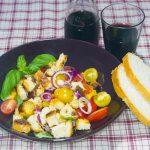 Panzanella – Italienischer Tomaten-Brot-Salat mit Aprikosen